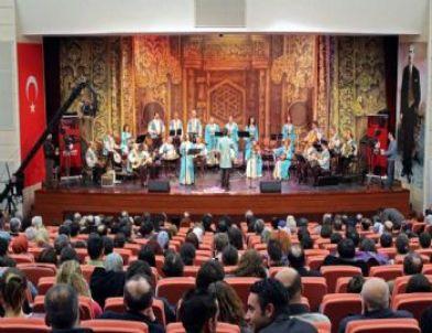 Türk Dünyasını Yaşatan Ezgiler Konseri Gönülleri Fethetti
