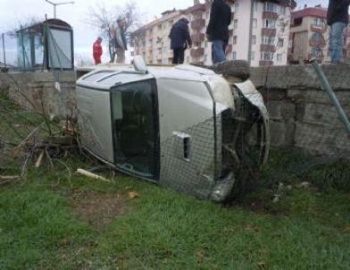Virajı Alamayan Otomobil Mezbahaya Uçtu: 1 Yaralı