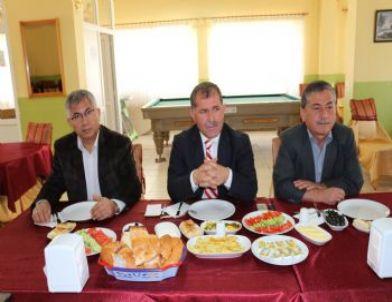 Ak Parti İlçe Yönetiminden Basına 'tanışma Yemeği'