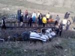 Tren Yoluna Uçan Otomobile Lokomotif Çarptı: 2 Ölü