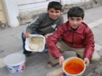 YıLMAZ ÖZ - Suriye'den Kaçan Mültecilere Sıcak Yemek
