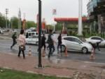 DIYARBAKıR AĞıR CEZA MAHKEMESI - Diyarbakır Adliyesi Önünde Kavga