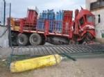 Tüp Yüklü Kamyon Pancar Satış Mağazasına Girdi: 1 Yaralı