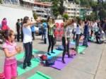ANNELER VE KıZLARı - Anneler Gününde Anne-kız Yoga Yaptılar