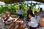 Bakan Coşkun ve ve Kemav Vakfı Yöneticileri Gazeteci Özsoy'un Bahçesinde Buluştular