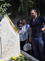 HÜSEYİN ALTINTAŞ - Altın Kemeri Babasının Mezarına Getirdi