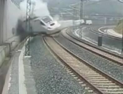 İşte yolcu treninin devrilme anı