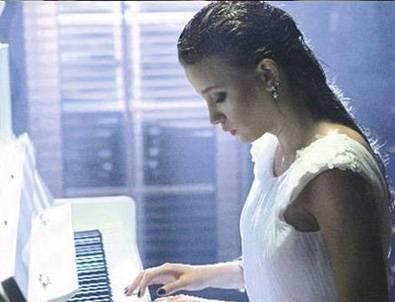 Serenay Sarıkaya'dan Piyano Resitali