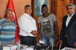 DAVUTLAR - Mohammed, Acarlar Belediyespor'a İmzayı Attı