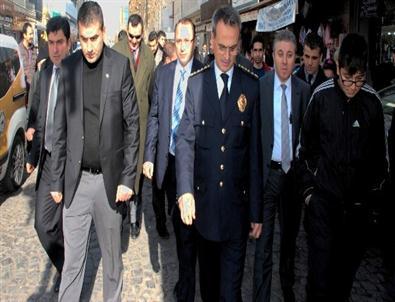 Diyarbakır Emniyet Müdürü Güven İle Vatandaşların Vedalaşması