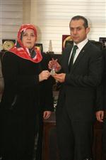 Kağıthane Belediye Başkanı Fazlı Kılıç'ın Eşi Fatma Kılıç'tan Burhan Çakır'a Ziyaret