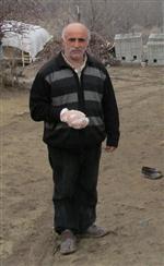MEVLÜT YIĞIT - Aç Kalan Kurtlar 4 Köylüyü Yaraladı