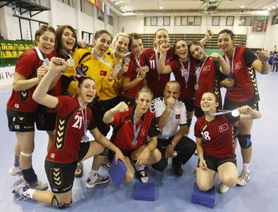 A Milli Bayan Hentbol Takımı'nın İzmir kampı sona erdi