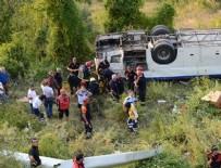 Otobüs Uçuruma yuvarlandı: 8 ölü, 20 yaralı