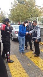 Uşak Polisi Okul Çevresinde Gezenlere Ceza Yağdırdı