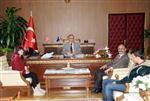 20 KASıM - Çocuk Hakları Komitesi Üyeleri Vali Nayır'ı Ziyaret Etti