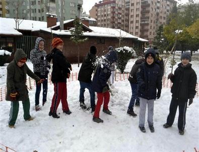 Öğrenciler Kar Tatilini Fırsata Çevirdi