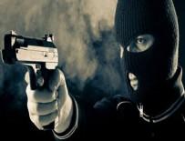 PARA NAKİL ARACI - Güpegündüz kar maskeli silahlı soygun