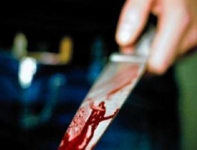 Annesini Bıçaklayarak Öldürdü!