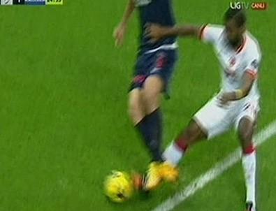 Hakem penaltı verdi Sneijder isyan etti