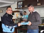 Dikili'de Zabıta Ceza Değil Ödül Dağıttı