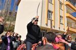 Seçim Zaferini At Binip Kılıç Kuşanarak Kutladı