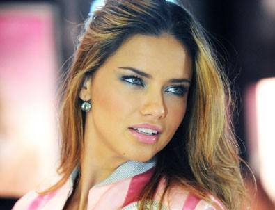 Adriana Lima da dublör kullandı