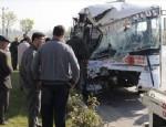 İSMAIL YıLDıRıM - Ankara'da halk otobüsü römorka çarptı: 25 yaralı!