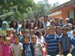 ÖZDEMIRCI - Yeni Bir Dünya Topluluğu'ndan Gözkaya Köyü İlkokulu'na Kırtasiye Yardımı 