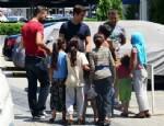 ÇAĞATAY ULUSOY - Çağatay Ulusoy çocuklara para dağıttı