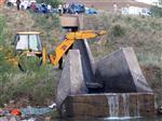 Erzincan'da Otomobil Sulama Kanalına Uçtu Açıklaması