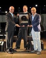 AZRA AKIN - Türkiye'nin İlk, Sıx Star Dıamond Ödüllü D-hotel Maris'e