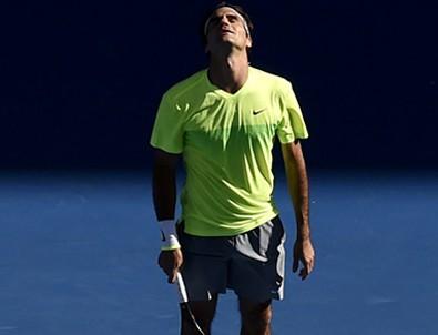Federer'e büyük şok