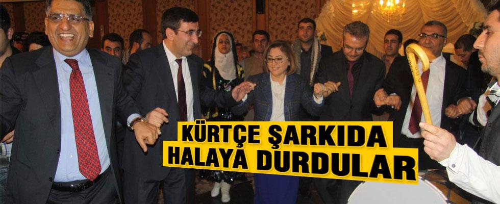 Bakan Yılmaz, Kürtçe şarkılar eşliğinde halay çekti