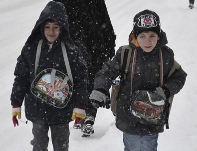 İstanbul'da eğitime kar engeli