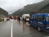 Otomobil 150 Metrelik Uçuruma Yuvarlandı Açıklaması 4 Yaralı