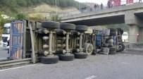 ALIFUATPAŞA - Tır'dan Düşen Konteynere Otomobil Çarptı Açıklaması 3 Ölü, 3 Yaralı