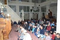İBRAHİM ATEŞ - Gençlere Cami Çıkışında Çorba Dağıtıldı