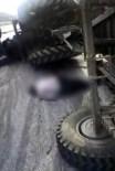 BEKBELE - Belediye Traktörü Tır'la Çarpıştı Açıklaması 1 Ölü, 3 Yaralı
