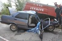 İtfaiye Aracı İle Otomobil Çarpıştı Açıklaması 1 Ölü, 3 Yaralı