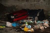 MİNİBÜS DURAĞI - Muradiye'de Şüpheli Valizler Polisi Alarma Geçirdi