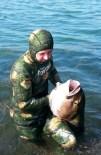 ÇETIN DOĞAN - Devasa Balığı Zıpkınla Yakaladı