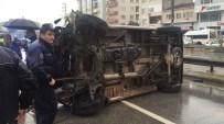 PARA NAKİL ARACI - Banka Aracı Elektrik Direğine Çarpıp Takla Attı Açıklaması 2 Yaralı