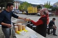Pınarbaşı'nda Aşure Dağıtıldı