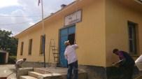NEDIM AKMEŞE - Fedakar Baba Köy Okulunu Kendi İmkanlarıyla Boyadı