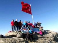 GÜMÜŞSU - Sökeli Dağcılardan Latmos'un Zirvesinde 29 Ekim Kutlaması
