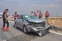 YAKUP DOĞAN - Kahta İlçesinde Otomobil İle Motosiklet Çarpıştı Açıklaması 4 Yaralı
