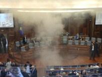 KOSOVA MECLİS BAŞKANI - Kosova'da Milletvekilleri Meclise Göz Yaşartıcı Gaz Attı