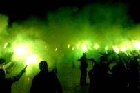 FANATİK TARAFTAR - Bodrumlu taraftar geceyi gündüze çevirdi
