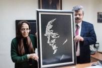 ABDULLAH BAKIR - Nakış Kursiyerleri Atatürk Portresini Nakşetti